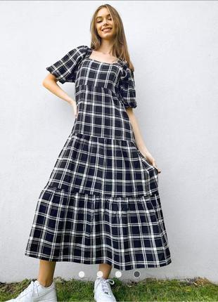 Бомбезное ярусное макси платье в клетку с рукавами фонариками и квадратным вырезом