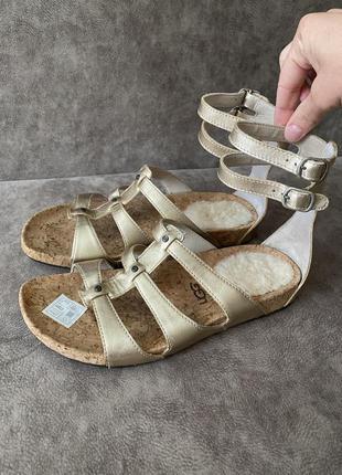 Фирменные кожаные босоножки сандалии ugg