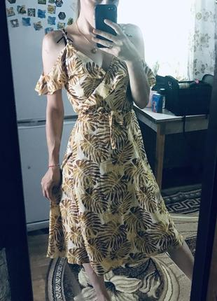 Легкое платье-миди на запах