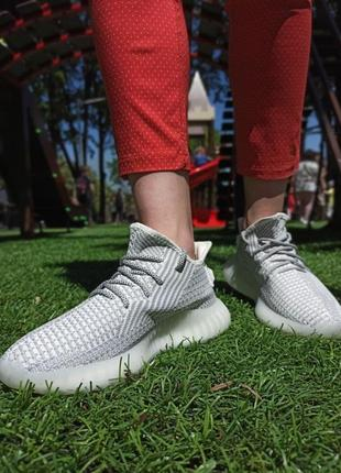 Женские кроссовки серые рефлектив шнурки adidas yeezy boost
