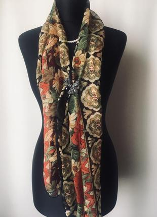 Эффектный шарф в цветочный принт