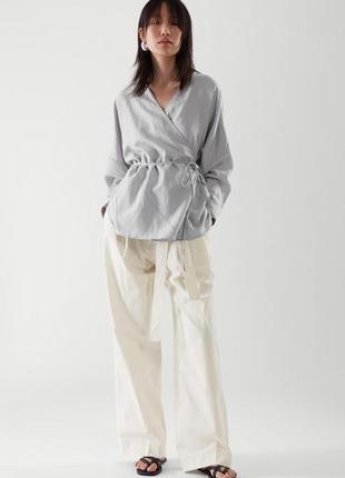 Комбинированая льняная блуза на запах cos