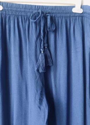 Стильные джогеры из вискозы большого размера с лампасами вышивкой