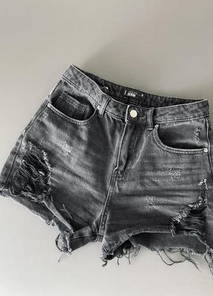 Чорні джинсові шорти