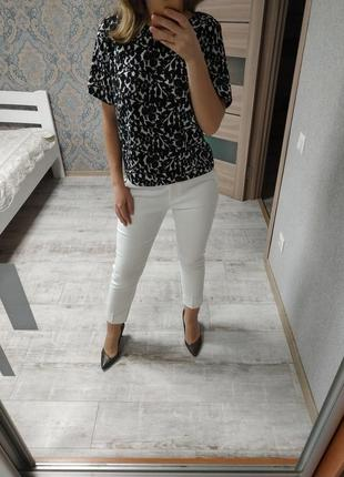 Стильная базовая блуза в принт
