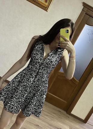 Очень красивое платье на молнии