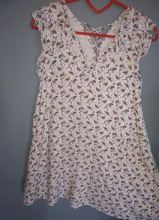 Очень красивое, легкое, женское платье в мелкий цветочек
