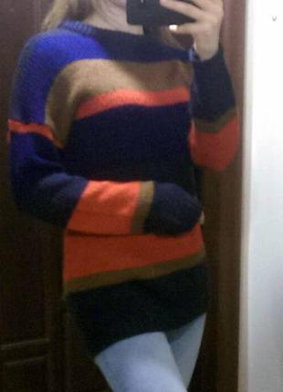 Теплый свитер со спущенной линией плеча