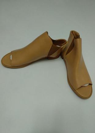 Новые босоножки с открытой пяткой и носком с нюансом 39 размера