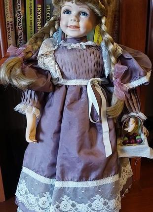 Фарфоровая коллекционная кукла, 56 см