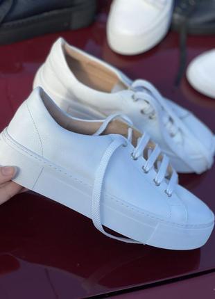 Белые мягкие кеды из натуральной кожи на платформе, кроссовки