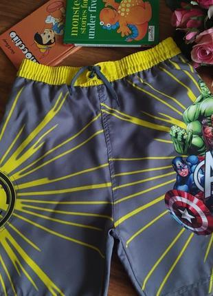 Шикарные пляжные шорты на парнишку marvel на 9-10 лет