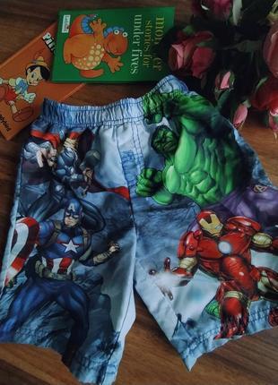 Классные пляжные шорты marvel на 4-5 лет.