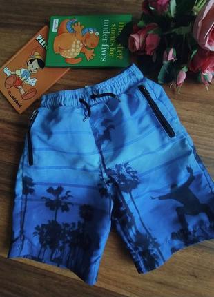 Классные пляжные шорты nutmeg на 5-6 лет.