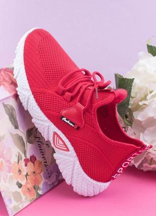 Женские красные кроссовки на шнуровке текстиль