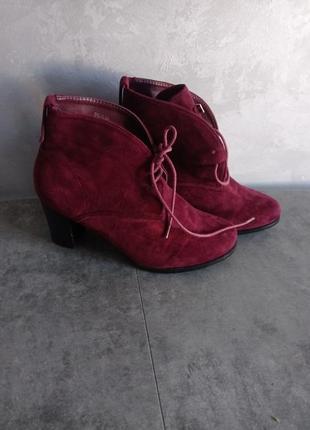 Бордовые ботинки на каблуке ботильоны