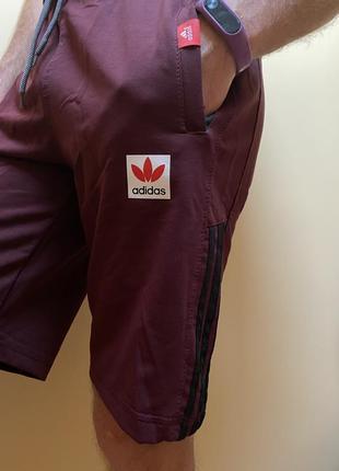 Бордові шорти з  надписом «adidas» і полосками по боках 🩳🩳🩳