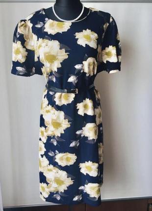 Эффектное платье в цветочный принт