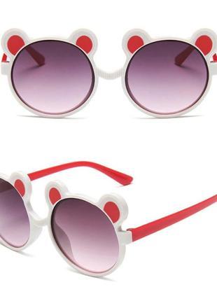 Веселые солнцезащитные детские очки с ушками мишка бело-красные