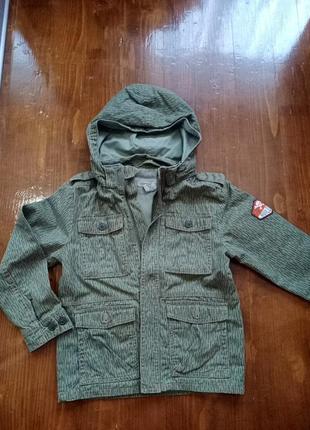 Куртка ветровка на мальчика цвета хаки 7 лет h&m