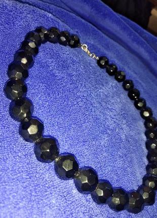 Красивое чёрное ожерелье