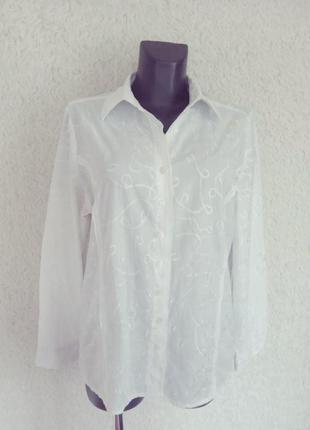 Белая вышитая рубашка