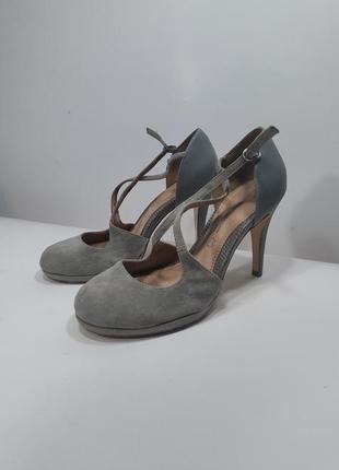 Орининальные  замшевые туфли next р.38 (24 см)