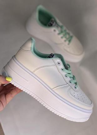Белые кроссовки на платформе новые с мятными вставками