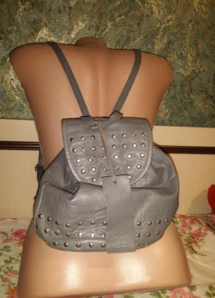 Стильный байкерский женский городской рюкзак рюкзачок с заклепками topshop натуральная кожа