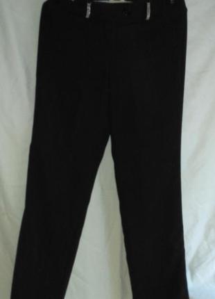 Красивые фирменные брюки на поясе стразики