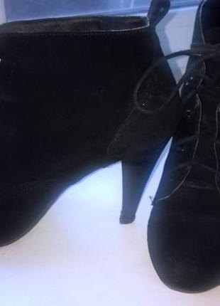 Замшевые ботиночки на среднем каблуке
