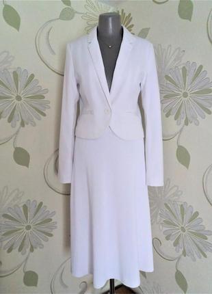 Костюм белый пиджак с трикотажной юбкой трапеция