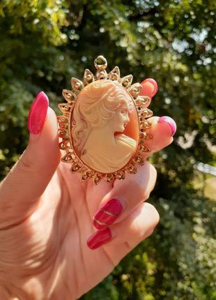 Кулон медальон с зеркальцем камея винтаж колкий пластик целлулоид девушка профиль греческая богиня