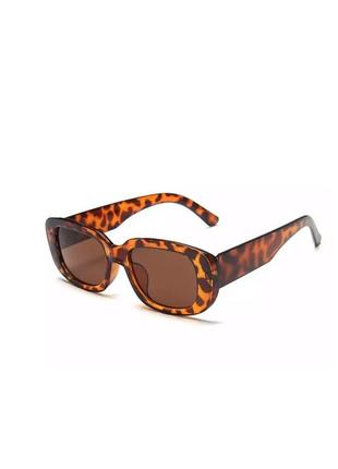 Актуальные массивные прямоугольные очки