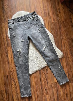 Стильные джинсы с рваностями дорогого бренда италия размер xl оригинал