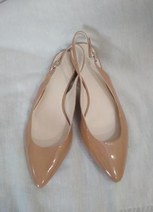 Полностью кожаные лакированные пудровые туфли,балетки,босоножки. базовые.