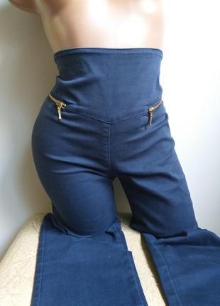 Джинсы высокая посадка. джеггинсы. джинсы с молнией сзади. сстрейчевые.