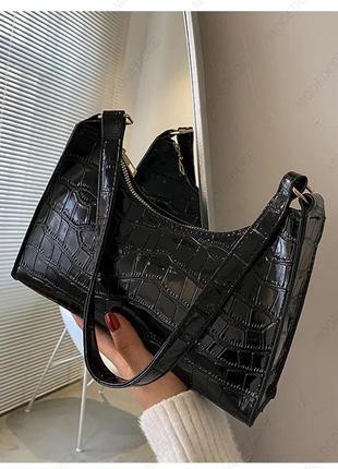 Чёрная сумка в ретро стиле