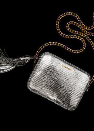 Стильная сумочка благородного цвета серебра, заказана с официального сайта!