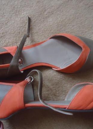 Фирменные кожаные босоножки camper