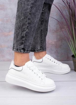 Стильные белые кроссовки кеды криперы на платформе толстой подошве модные кроссы