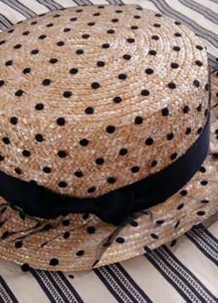 Модная соломенная шляпа канотье с кружевным оформлением