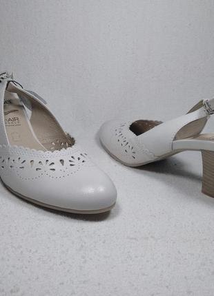 Босоножки  на среднем каблуке  caprice _09016