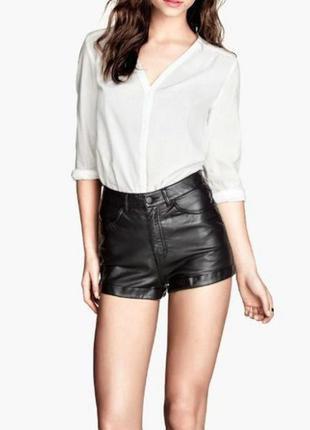 Крутые черные кожаные шорты  h&m