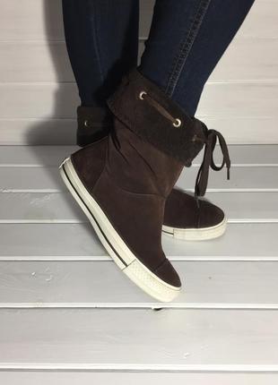 Поделиться:  (37,5 р. / 24 см) осенние ботинки-кеды бренда converse из натуральной замши.