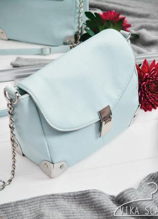 Нежно-голубая сумка на ремешке atm