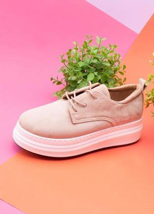 Стильные бежевые замшевые закрытые туфли на шнурках платформе толстой подошве модные