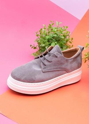 Стильные серые замшевые закрытые туфли на шнурках платформе толстой подошве модные