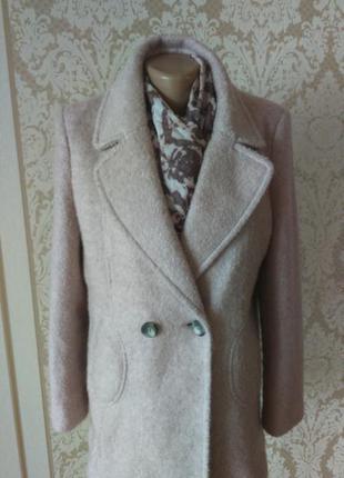 Пальто next пудрового кольору.