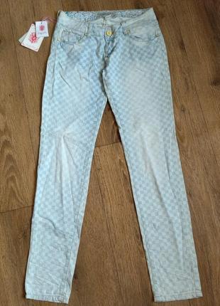 Тонкие летние джинсы в бело-голубой квадрат simply chic, р. s/36, замеры на фото